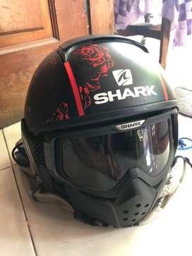 Helm shark raw size L