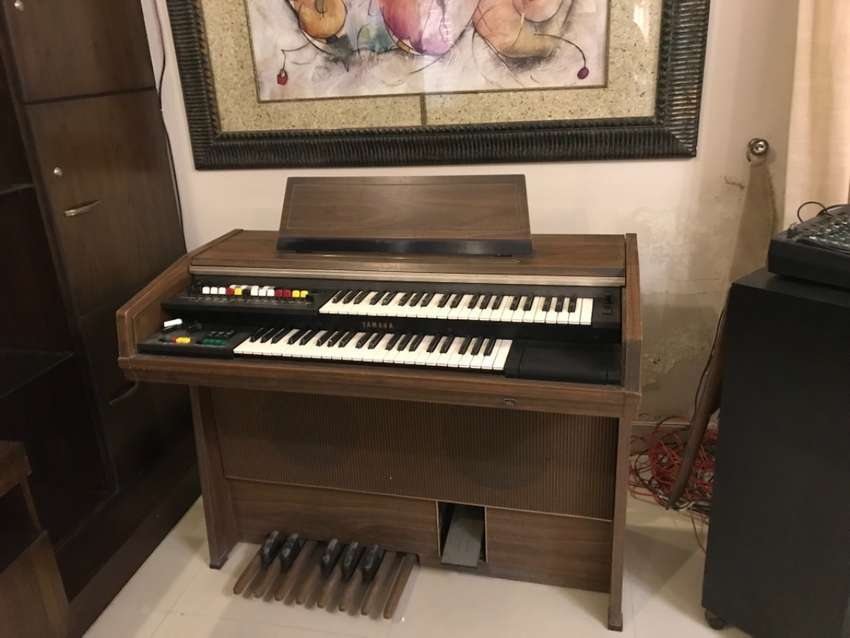 Electronic Yamaha double key pad . Piano For music lovers 0