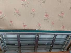 etalase kaca dinding bekas konter