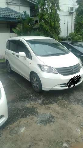 Mobil freed 2010 matic putih