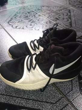 Sepatu Nike Zoom Ukuran 42,5 Original