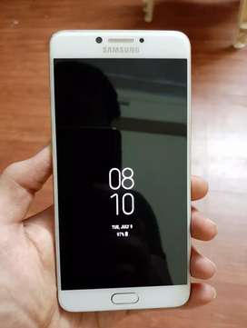 SAMSUNG GALAXY C7pro in new condition.