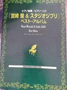 Kami menjuak berbagai macam buku buku music