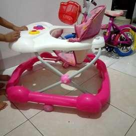 Baby Walker family pink/alat bantu jalan anak bekas