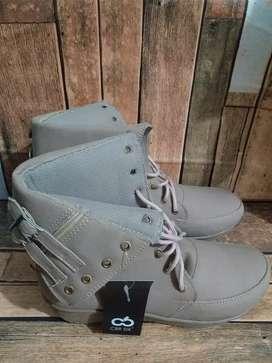 Sepatu outdoor wanita