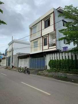 Dijual rumah model ruko + rumah kost di daerah Jl. Veteran Selatan