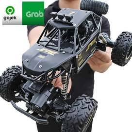 RC Rock Crawler 4x4, body Metal Alloy, Baterai 2000Mah, skala 1:16