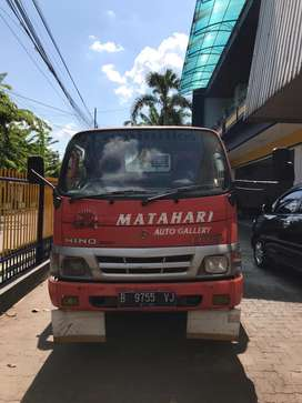 Hino dutro 130MD towing 2009