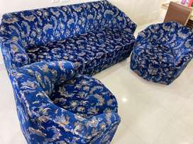 Well maintained sofa set 3+1+1
