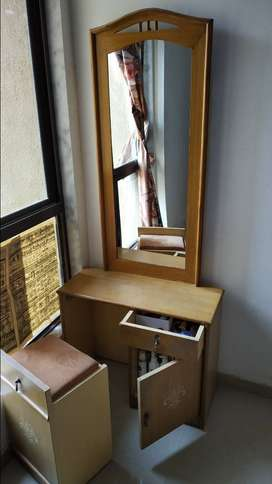 Dressing table with folding mirror