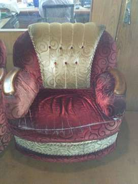 Beautiful 5 seater sofa set comfort and maintained