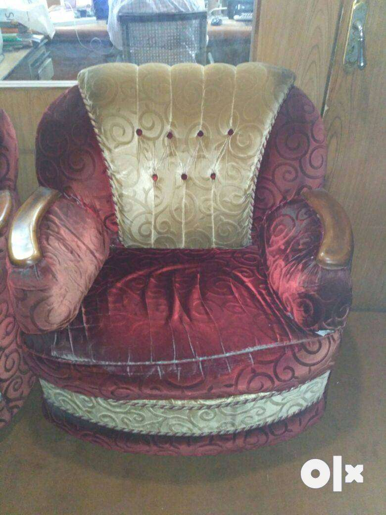 Beautiful 5 seater sofa set comfort and maintained 0