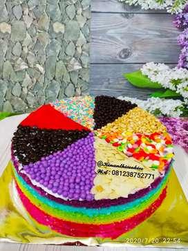Kue tart rainbow dengan 8 topping