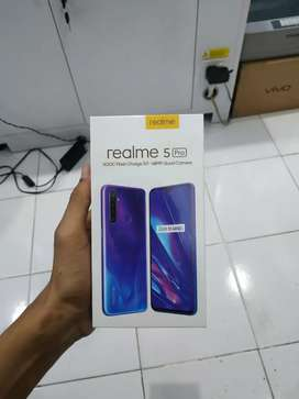 Realme 5 Pro √ hijau berlian 4/128gb