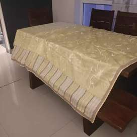 Table cloth in lemon colout