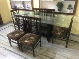 6 seater Dining Table in Excellent Condition