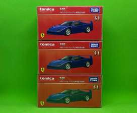 Tomica Ferrari F40 biru nomer 31