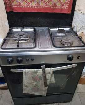 Kitchen stove with new like conditon of baking box