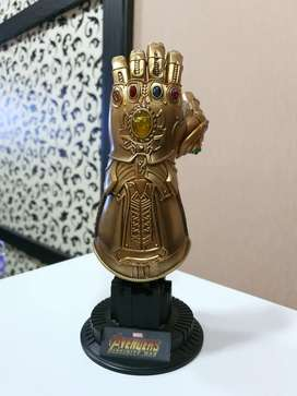 Jual Thanos Gauntlet 1/4 by Hot toys