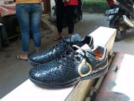 ortuseight sepatu futsal
