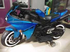 Kids R1 sports bike battery operated
