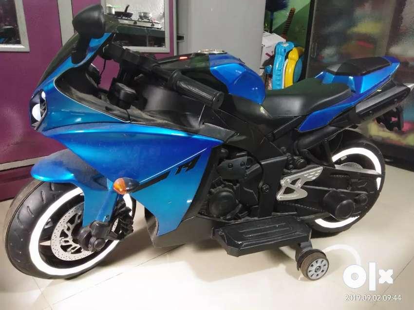 Kids R1 sports bike battery operated 0