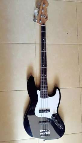 Jazz bass SQUIER  affyniti series