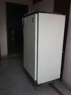 Urgent sell a freeze.  Make- Godrej 2.65Ltr. 5 years old.