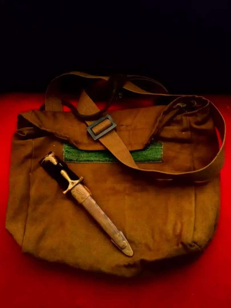 Sepasang tas slempang army & scout knife, vtg