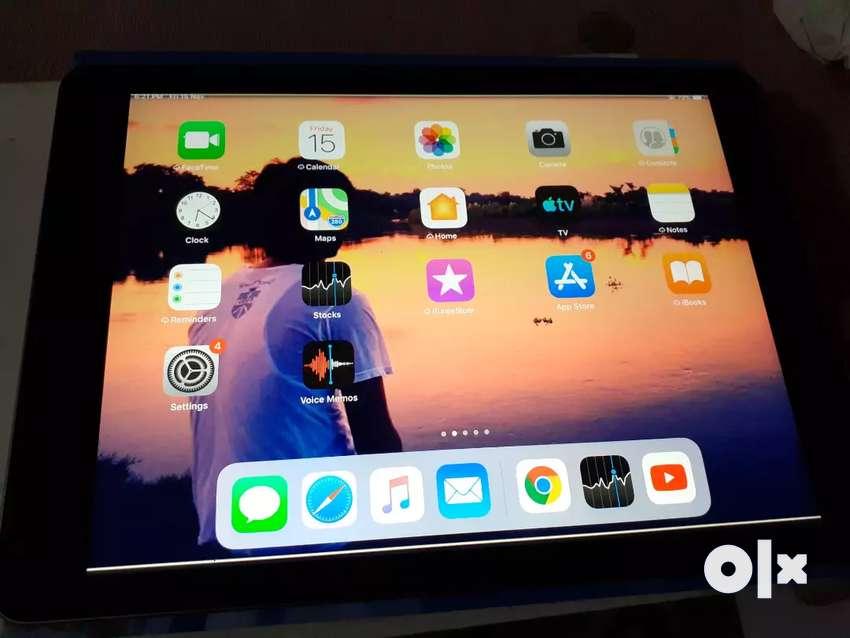 Apple iPad Tablet (9.7 inch, 32GB, Wi-Fi), Space Grey 0