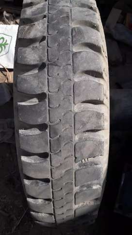 Aik adad Tura bma rim tyre good condition