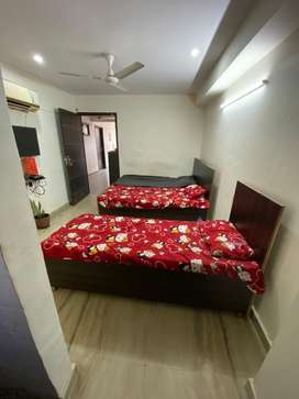 Girls pg and independent rooms with food facility near sohna road