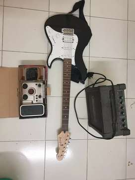 Yamaha Pacifica Guitar with Amplifier and Padel