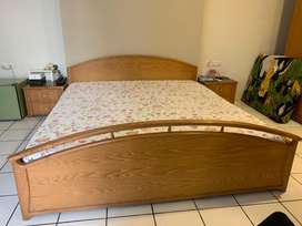 Tempat tidur dan side table