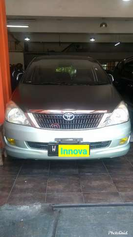 Toyota Innova 2.5 V MT (Diesel) 2005. Warna hijau metalik.