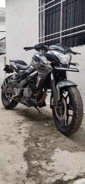 Ns200 New condition bike 2017 Dec. Ki gadi hai