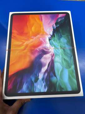 Apple ipad pro 2020. 11inch 256gb.Wifi cellular like new with all acc