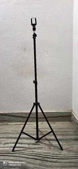 8 ft tall tripod stand (Best quality)