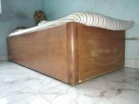 Single box bed of wood