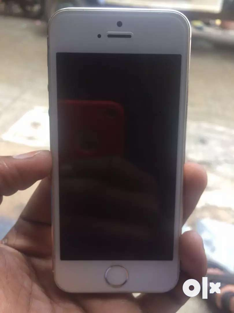 IIPHONE 5s 32gb gold colour in mint condition.Charger available 0
