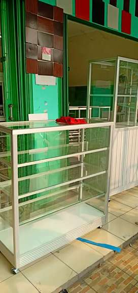 Workshop etalase aluminium ukuran 1 m x 1 m x 40 cm siap antar