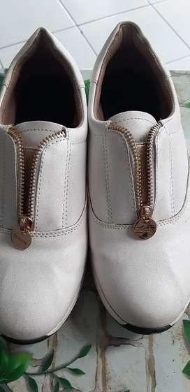 Sepatu putih keren