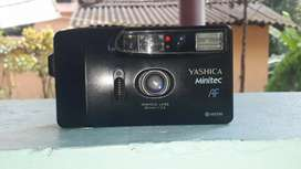 YASHICA FILM VINTAGE CAMERA. RARE ANTIQUE PIECE WITH THIS RATE.