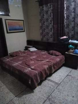 1 Used Single bed set with dressing table for sale