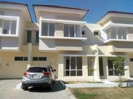 Jual over kredit rumah Kawasan Elit, rumah depan TSM Mall, Atmhospere