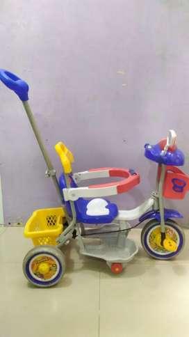 Sepeda roda tiga anak family second preloved