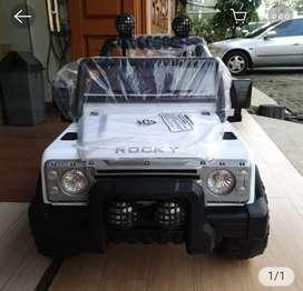 Mobil mainan aki~256
