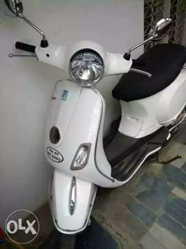 White Vespa, 125 CC , 2nd owner in good condition