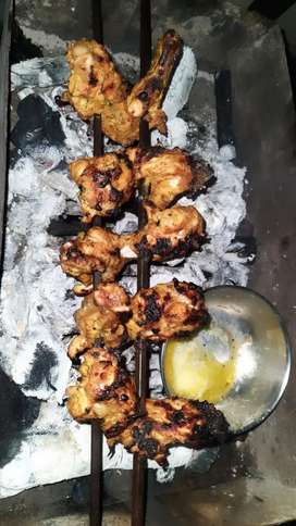 Need tandoori worker who can manage well .