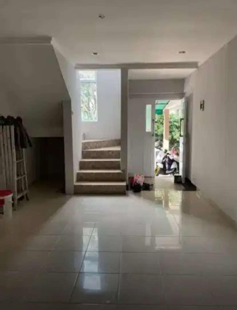 Disewakan Rumah Cantik 2 Lantai Kondisi Rapi Siap Huni Di Bintaro 0